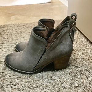 Jeffrey Campbell taupe color booties!!😘